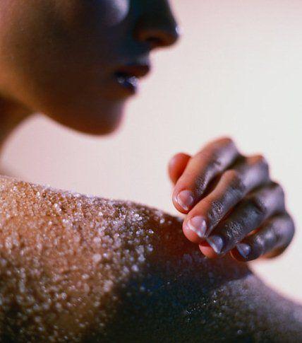 Антицеллюлитный скраб с морской солью