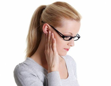 Чем лечить лимфоузлы за ухом - фото