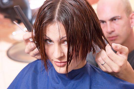 Zile favorabile pentru tăierea părului și de colorare, conform calendarului lunar și semnul zodiacal