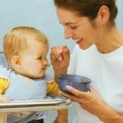 Как и когда можно, правильно вводить прикорм ребенку грудничку?