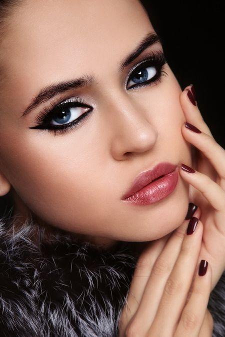 Как красить глаза тенями и карандашом