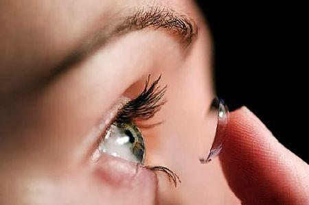 Как одевать и снимать контактные линзы первый раз