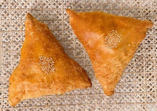 Как красиво слепить треугольные пирожки?