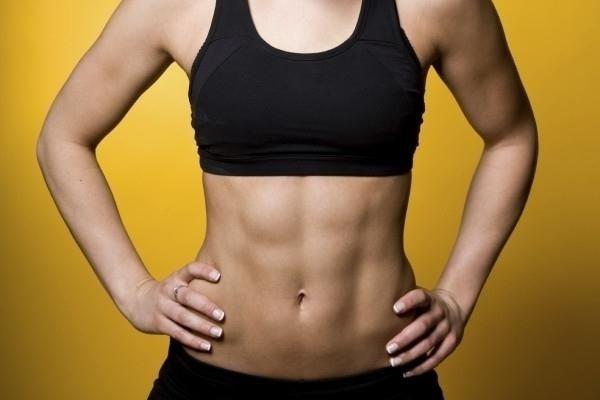 Jak pobrać naciśnij dziewczynki w domu, aby usunąć tłuszcz z brzucha?