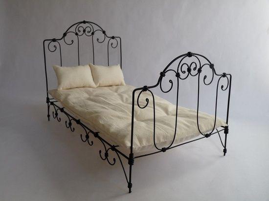 Кровать для кукол из проволоки