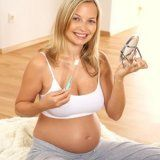 Как сохранить здоровье зубов во время беременности