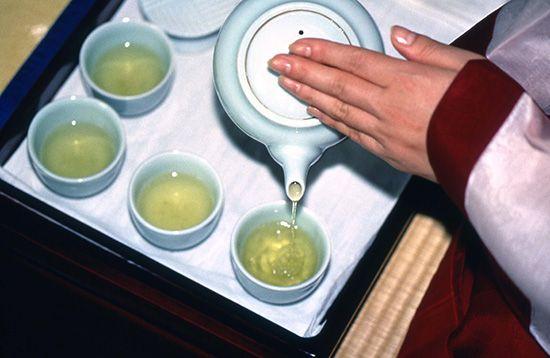 Как заваривать зеленый чай правильно? Чем полезен этот напиток, и как его нужно пить?