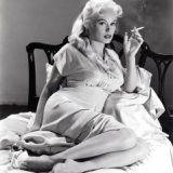 Косметические средства для курящих женщин