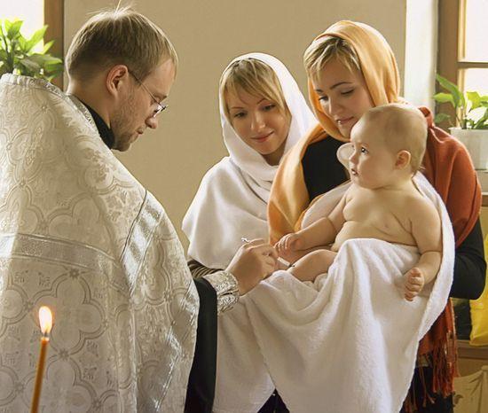 Крещение ребенка: правила для крестной мамы. Чем отличается обряд крещения мальчика и девочки?