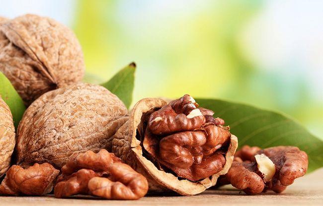 Масло грецкого ореха: польза и вред, противопоказания к применению