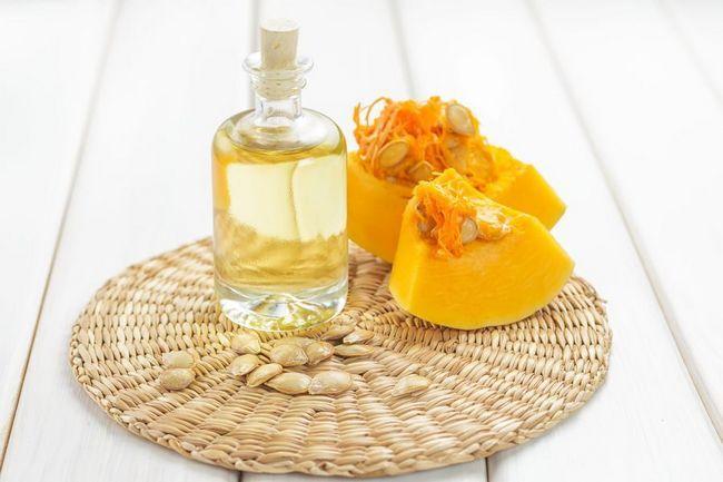 Масло тыквенное: польза и вред. Как правильно принимать масло из тыквенных семечек?
