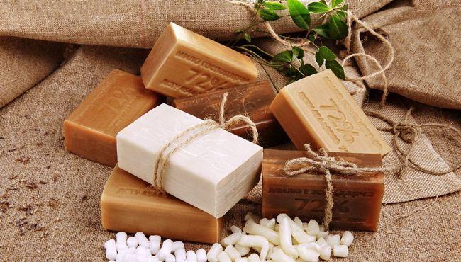 Можно ли мыть голову хозяйственным мылом? Рекомендации специалистов и отзывы о процедуре