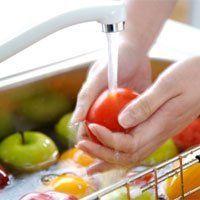 Нужно ли мыть фрукты с мылом