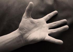 Сильное онемение рук
