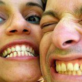 Główną przyczyną żółknięcia zębów