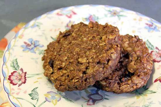 Овсяное печенье: вред и польза для фигуры и здоровья, калорийность. Как приготовить диетическое овсяное печенье в домашних условиях?