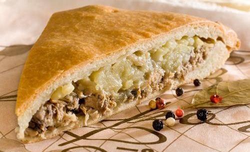 Пирог из сайры из дрожжевого теста