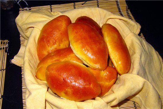 Пирожки на кефире в духовке: 3 простых рецепта