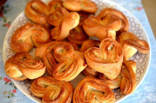 Плюшки с сахаром из дрожжевого теста: подборка рецептов и советы кондитеров