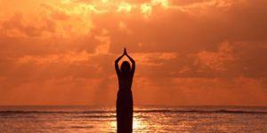 Защо гладувам йога?