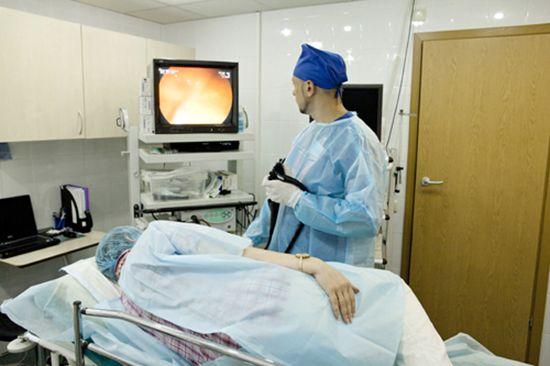 Дает возможность тщательно обследовать не только общее состояние органа, но и его рельеф, состояние слизистой оболочки