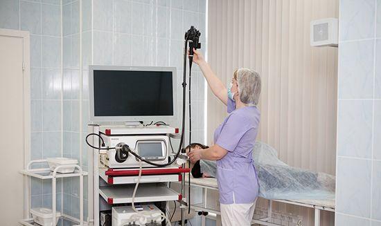 Не самая приятная процедура, поэтому для снижения доли дискомфорта требуется провести подготовку кишечника