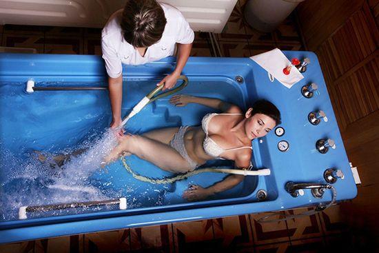 Подводный душ-массаж: что это такое, показания и противопоказания, отзывы