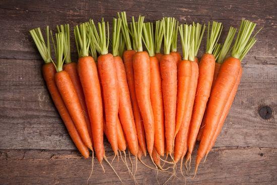 Полезные свойства и возможный вред сырой, вареной моркови, а также морковного сока