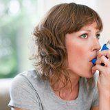 Приступ бронхиальной астмы у человека