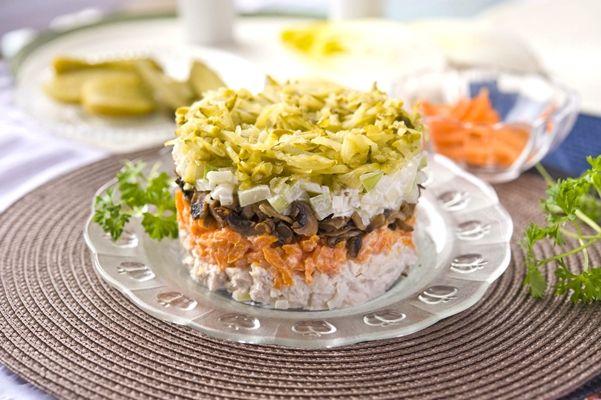 Салат обжорка слоеный: рецепт