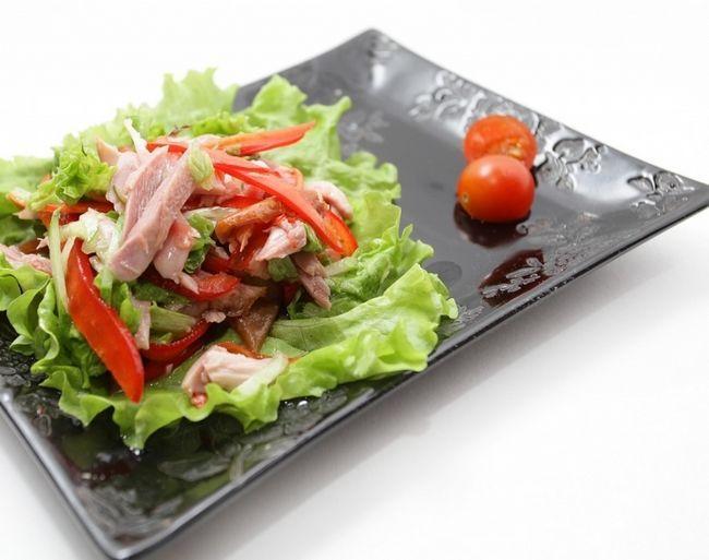 Салат с колбасой и болгарским перцем