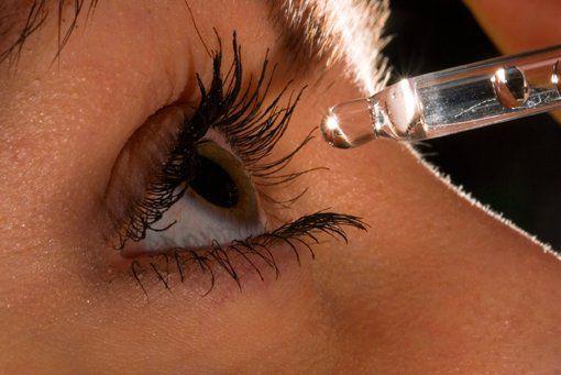 Уход за кожей вокруг глаз народными средствами