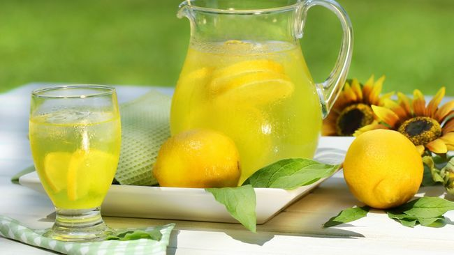 Вода с лимоном натощак - польза и вред, отзывы о напитке для похудения