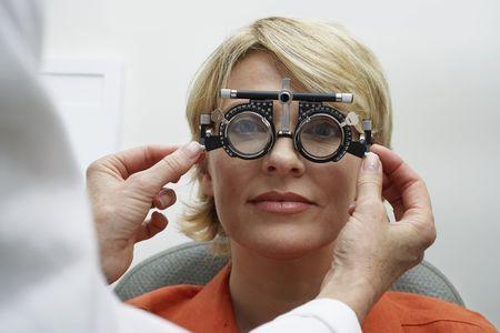 Зачем окулисты закапывают глаза при проверке зрения