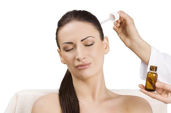 В качестве комплексного лечения жирных волос большую роль играют средства народной медицины и домашний уход