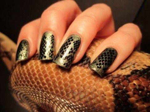 Змеиный дизайн ногтей